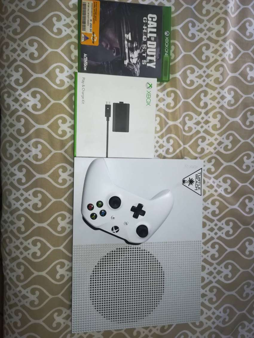 X-box one S (few months old) 0