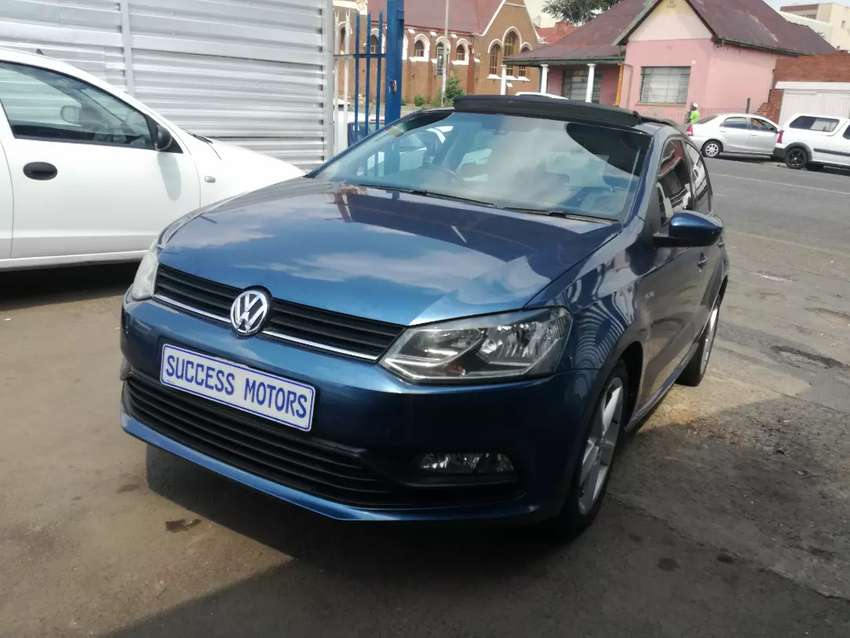 2015 Volkswagen Polo 1.2 Tsi with a sunroof 0
