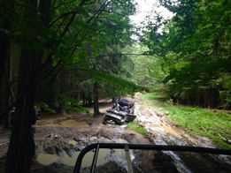 Отдых в Карпатах прокат джипов джипінг в горах відпочинок в Карпатах