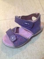Skórzane sandałki 25