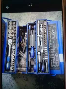 I'm  Looking  for  Strong  Handyman  Tools  and  box  /  bag  to  Buy.