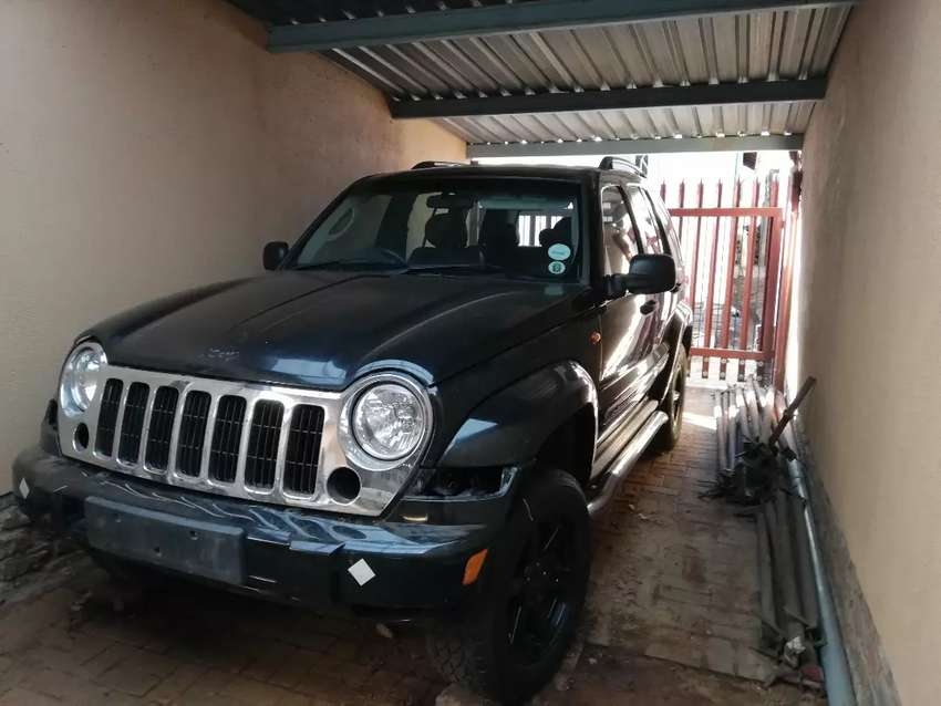 2006 Jeep CRD Shell and interior 0