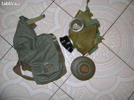Maska gazowa w dobrym stanie / menazka wojskowa