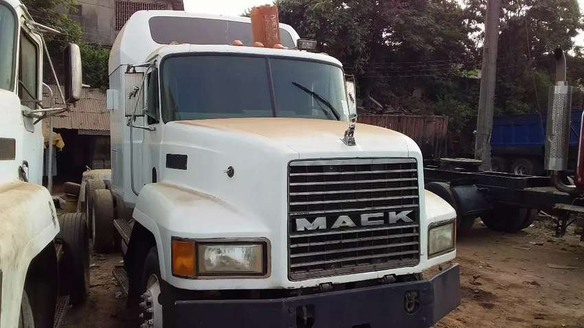 Double cabin Mack CH Trailer Head for sale 0