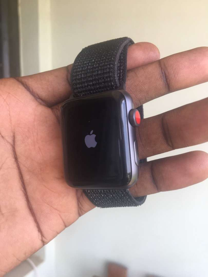 Apple Watch 42mm Cellular Series 3 0