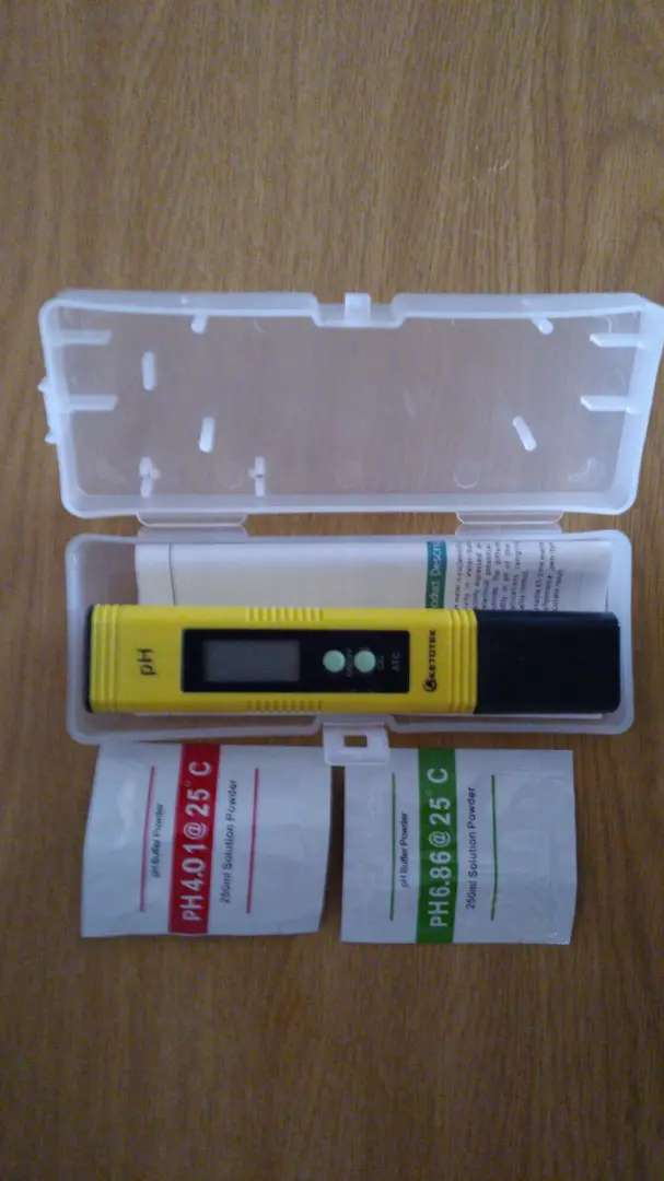 Ph testers  brand new with calibration powders, carry case