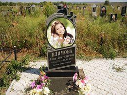Памятник, фото, портрет, табличка на крест.