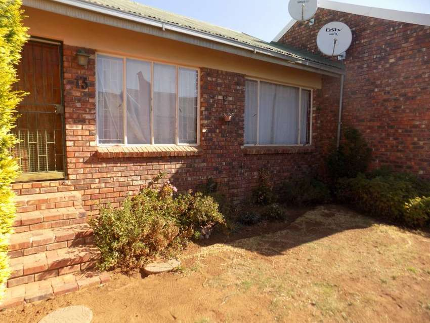 2 Bedroom Townhouse for Sale in Uitsig 0