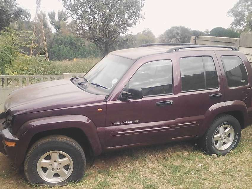 Jeep Cherokee V6 stripping for spares 0
