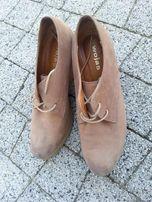 Botki Wojas beżowe sznurowane buty