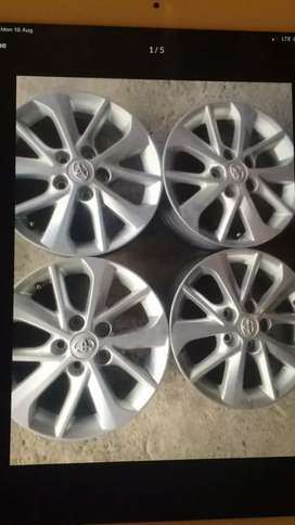 16 inch set of Toyota Corolla wheel