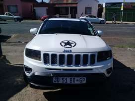 2014 jeep compass limited 2.0i with a leather seat