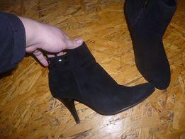 продам деми замшевые ботинки на разм 37 по стельке 24,5 см