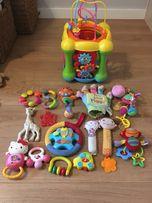 Zabawki dla najmłodszych: skrzynia interaktywna,kukiełki i pacynki itp