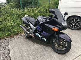 ZZR1100 D breaking for spares
