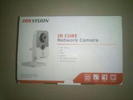 Продам Камеру Hikvision DS-2CD2412F-IW