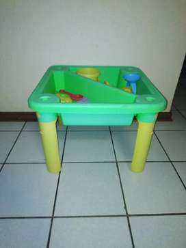 Toddler sand and water play table