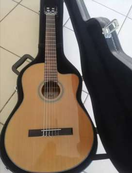 Cort Ac250cf clasical acoustic guitar with case