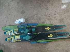 Outlaw Junior water skis - like new!