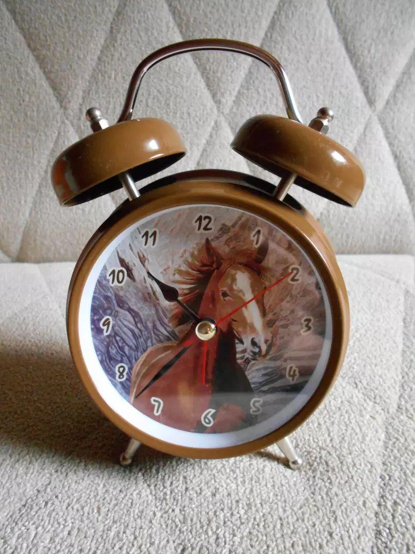 Krásný budík s motivem koně 0