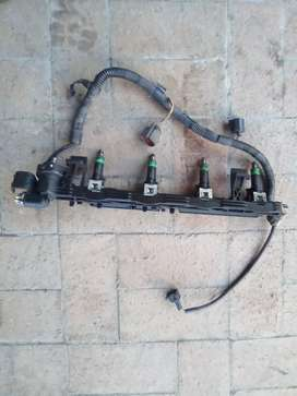 Ford Fiesta 1.4 2007 fuel rail with injectors used