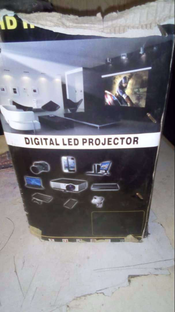 Slightly used Samsung projector for sale 0