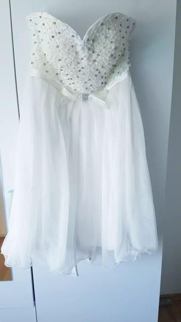 Prekrasna bijela svecana haljina 0