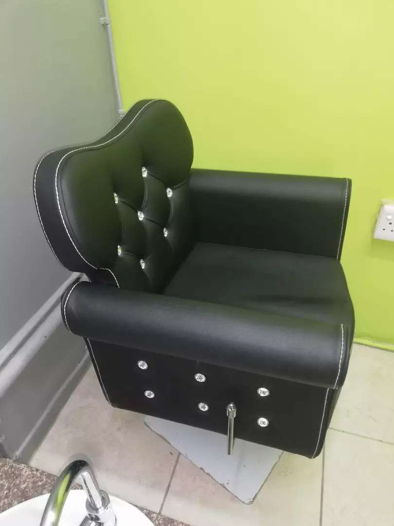 3 lady's salon chairs for sell 4000 each my 0