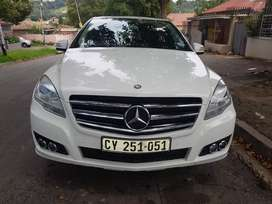 2012 MERCEDES Benz R-Class R300 Cdi with Sunroof and leather seats