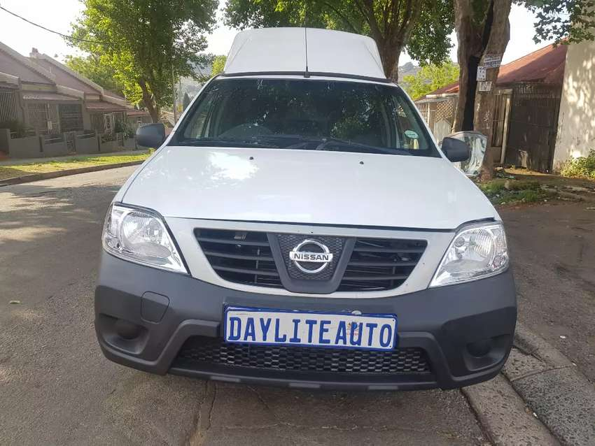 2018 Nissan Np200 1.6i with A/C and Canopy