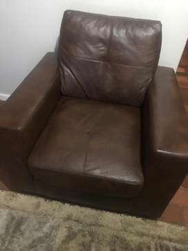 3Piece lounge Suite R6000 negotiable