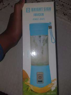 Portable juice blender can be carried anywhere