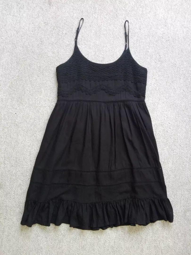 Černé volnější šaty s krajkou nad sukní úplně nové vel. 36/S 0