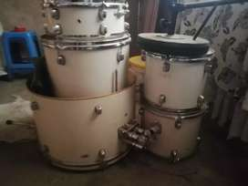 I'm selling drum set in good condition only pedal that missing
