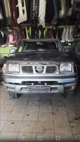 Nissan Navara 2.7L petrol stripping for spares and accessories