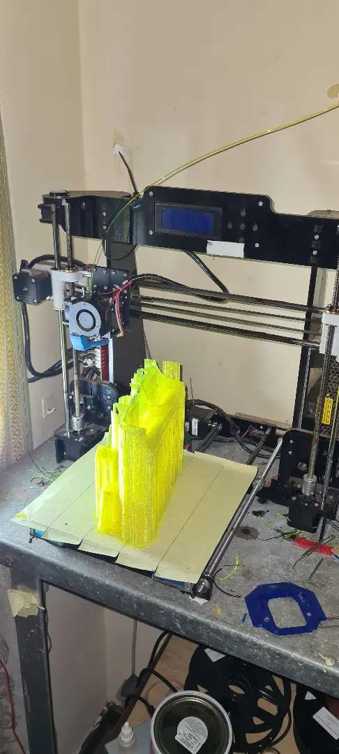 3D PRINTER WITH ABOUT 10 ROLLS OF FILEMENT 0