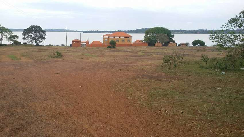 2 acres Lake side View Entebbe Bugiri, 6km From Ebb Rd@250M Ugx 0