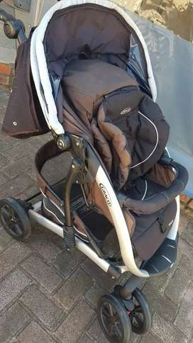 Graco Pram and travel system PLUS carry cot