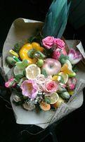 Букет с фруктами и конфетами