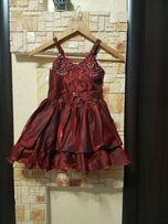 Sale.Миленькое нарядное платье, костюм Вишенки, Конфетки 3-5 лет