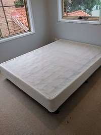 Image of Queen size Serta bed base only