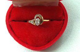 Золотое кольцо с цирконием и бриллиантами р. 16,5