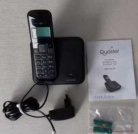Qualitel Landline Color: Black. Good condition. AAA batteries included