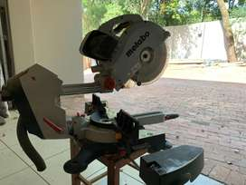 Table compound saw