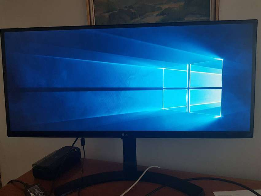 LG 34UM68 ultrawide gaming monitor, as new. 0