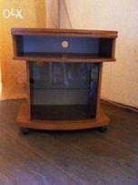 Тумбочка под телевизор приятного мягкого древесного цвета