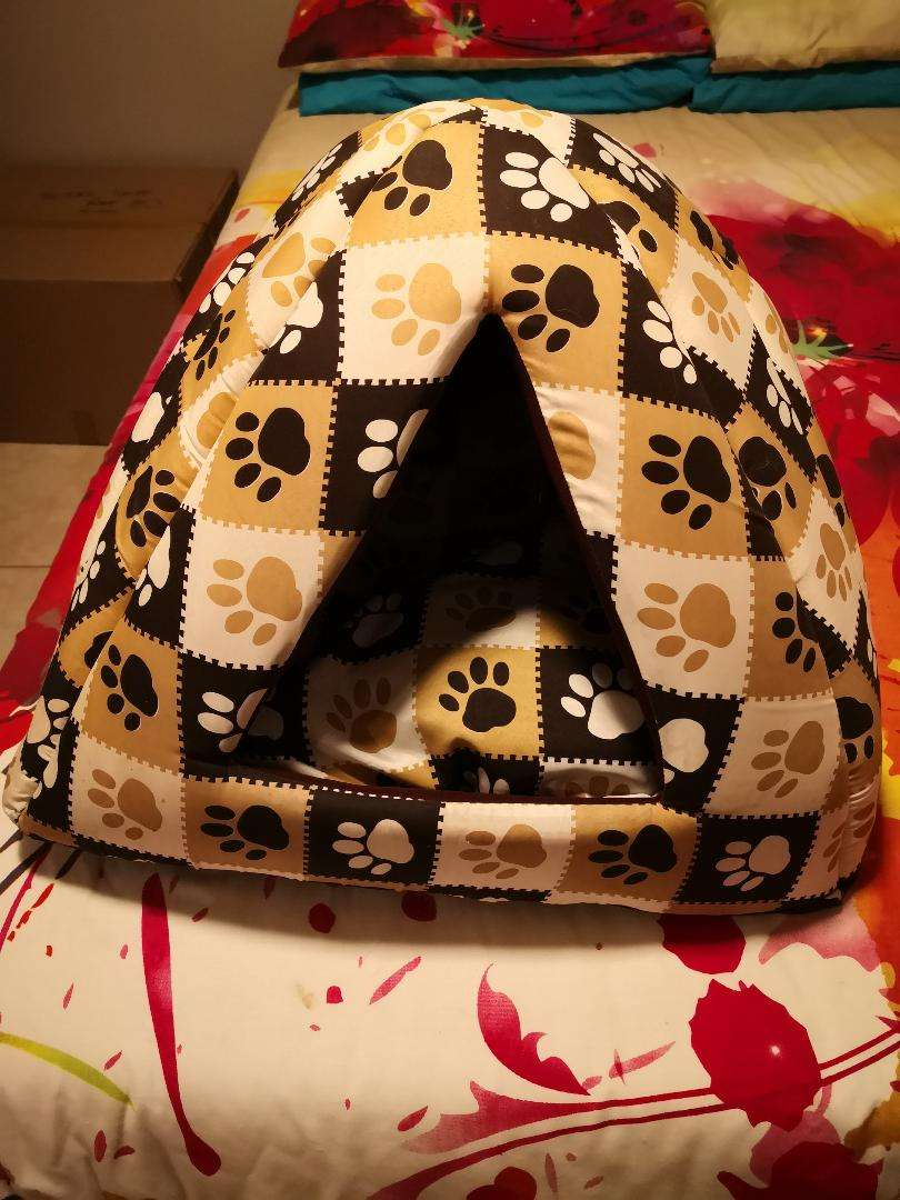 Cat/dog cave with a cozy padded loose  inner 0
