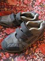 Продам недорого обувь подростковую