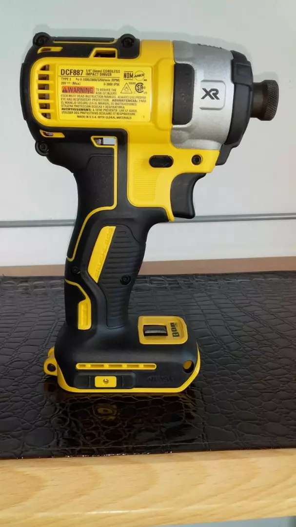 """DEWALT 1/4"""" (6mm) CORDLESS IMPACT DRIVER DCF887  """"TOOL ONLY"""""""