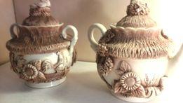 керамические чайник и сахарница